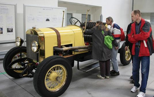 В Париже представляют чешские ретро-автомобили