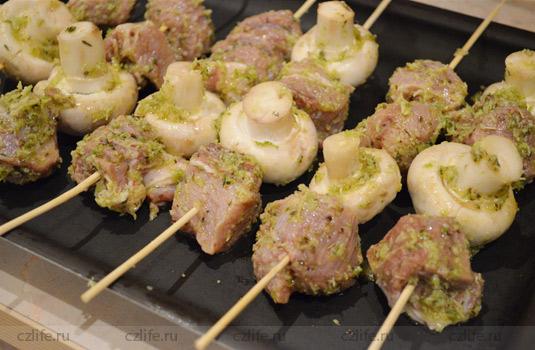 Шашлычки в духовке из свинины с грибами и лаймом